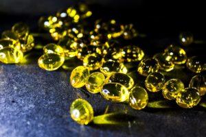 תרופה בצבע צהוב